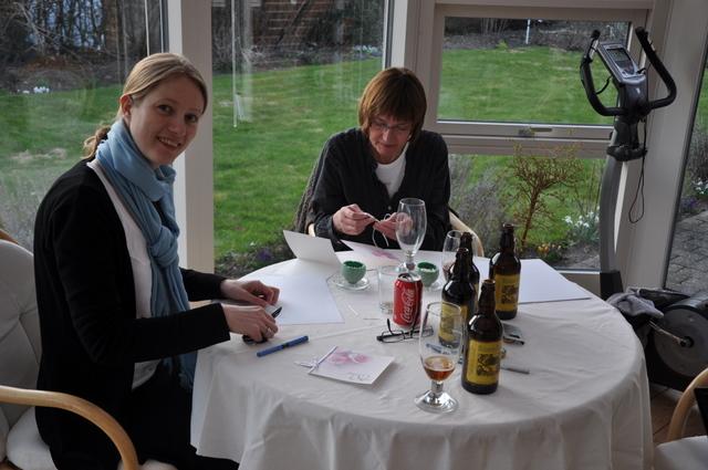 Billede af invitations og bordkortsforberedelse