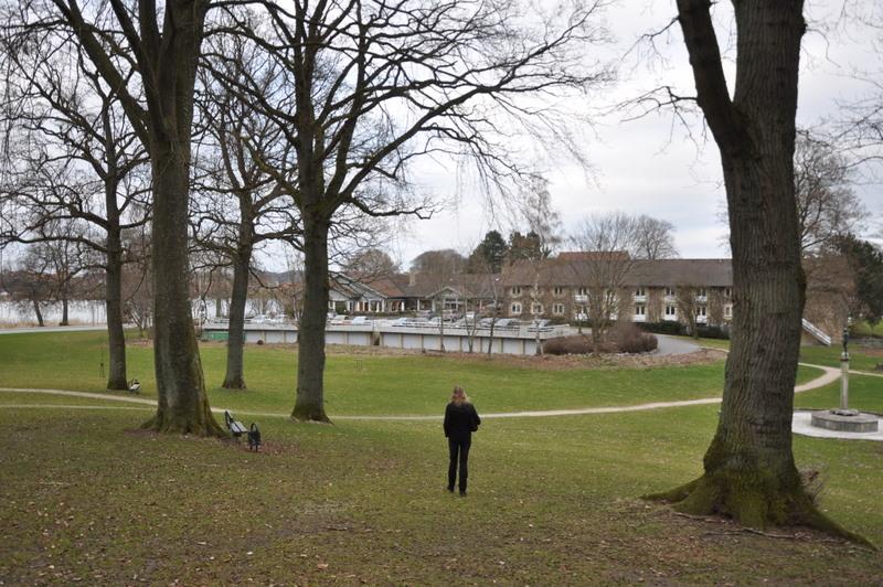 Her er så Janne med Skanderborghus i baggrunden