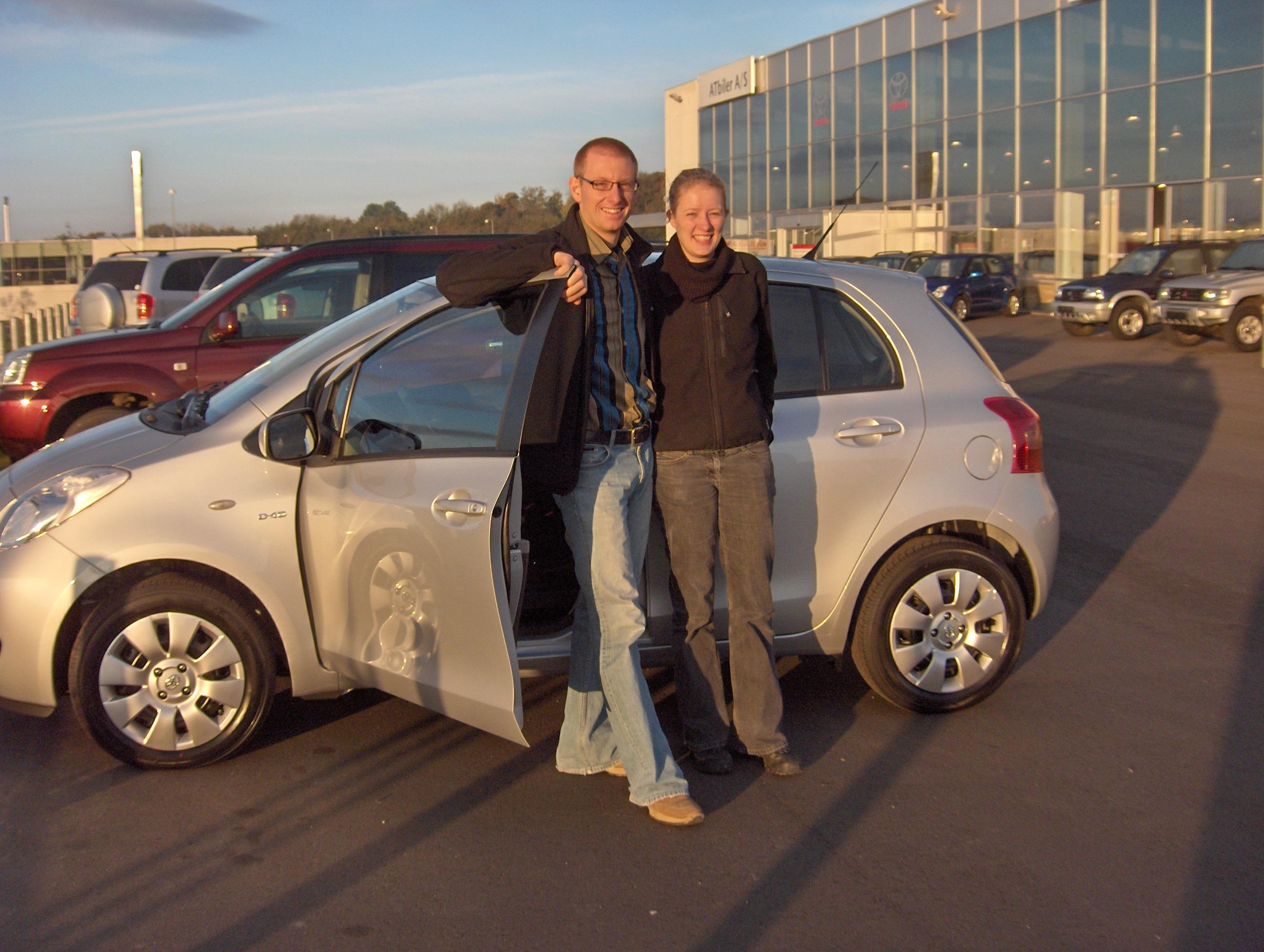 Janne og Mikael med deres nye bil i efteråret 2007